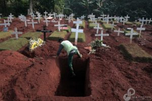 Gravediggers in Jakarta Race Against Time