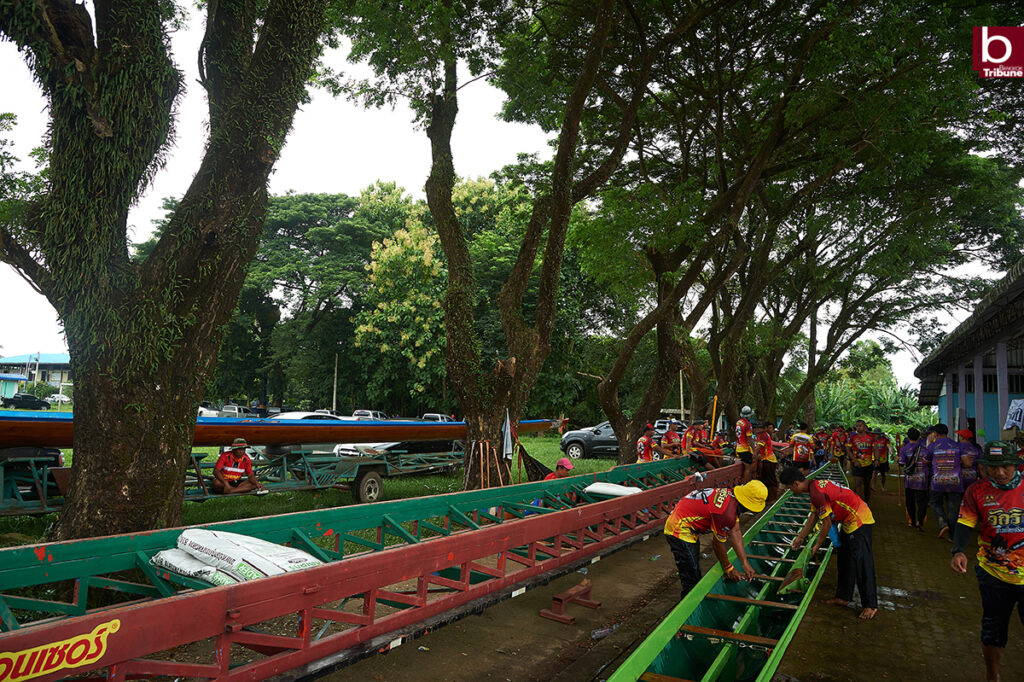 Mekong Boat Racing - prepare the boat