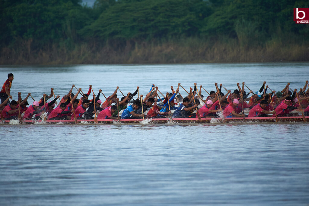 Mekong Boat Racing - together